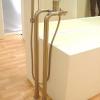 Badewannenrandarmatur EILEEN-X zur Montage auf dem Fußboden für freistehende Badewanne, platin-gebürstet